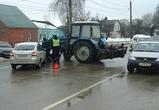 В Воронеже дорогу не поделили трактор и «Лада»: нужны очевидцы