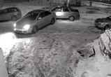 Пьяный воронежец на «Тойоте» врезался в столб и машину и стал героем видео