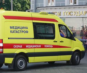 В центре Воронежа с дома рухнула огромная сосулька, серьезно пострадал мужчина