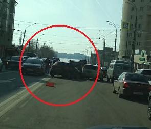Воронежцы сняли на видео огромную пробку из-за массового ДТП у «Манежной»