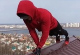 Воронежец отжался на крыше и попал на видео