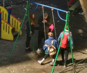 «Галерея Чижова» открестилась от подростков, оккупировавших двор рядом с ТРЦ