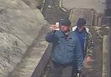 Воронежец, потерявший пачку пятитысячных купюр, ищет мужчин, подобравших деньги