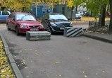В Воронеже пожарные не могли проехать во двор из-за бетонных блоков