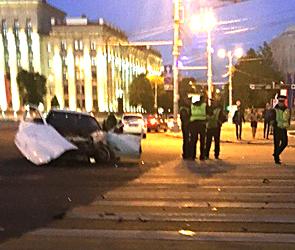 В сети обсуждают жуткое ночное ДТП на площади Ленина в Воронеже – фото, видео