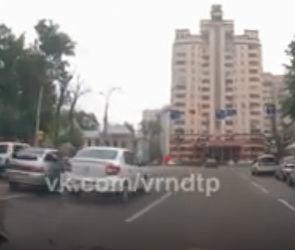 В Воронеже автовладельцы устроили драку на дороге