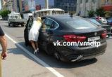 Воронежцы обсуждают блондинку на BMW с номерами «ЕКХ», потерявшую колесо