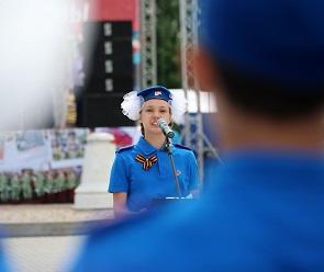 В Воронеже триста школьников торжественно вступили в ряды Юнармии