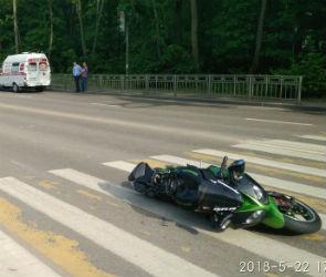 В Воронеже на улице Ломоносова иномарка сбила мотоциклиста