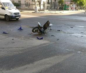 На Плехановской скутер столкнулся  с иномаркой, пострадал мужчина