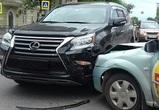 В центре Воронежа водитель Lexus скрутил номера после ДТП с машиной Rutaxi