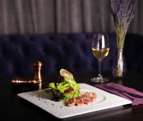 Фуа-гра, хамон и буйабес: за чем идти в ресторан Purple Monkey