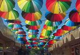 Улицу с парящими разноцветными зонтиками сфотографировали в Воронеже