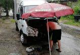Воронежцев развеселил ремонт ГАЗели под пляжным зонтом