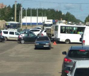 Улица 9 Января вновь парализована из-за аварии в районе «Крестов»