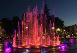 Светящиеся фонтаны на Советской площади сняли на видео