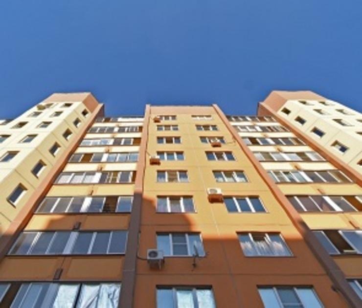 В Воронеже спасли девушку, стоявшую на балконе 17-этажки