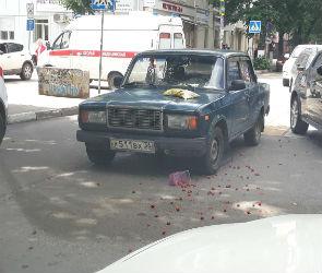 В центре Воронежа на пешеходном переходе сбили девушку