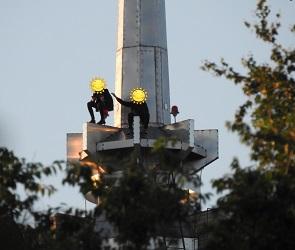 В Воронеже сфотографировали подростков, забравшихся на шпиль 17-этажки