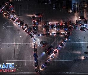 Балалайка из машин: автомобилисты поздравили воронежцев с Днем России