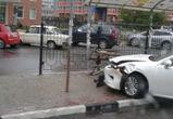 На Бульваре Победы в Воронеже иномарка протаранила остановку