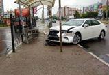 На видео сняли спасение полицейского, сбитого на остановке на Бульваре Победы