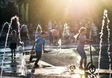 Воронежцы восхищаются сухими фонтанами на Советской площади
