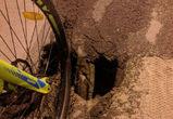 В Воронеже велосипедист сломал руку и ногу, попав в яму на Вогрэсовском мосту