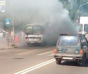 В Воронеже сняли на видео маршрутку в клубах дыма