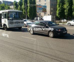 В Воронеже водитель иномарки устроил ДТП, пытаясь проучить водителя маршрутки