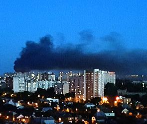 Воронежцев напугал крупный ночной пожар в пригороде (фото)