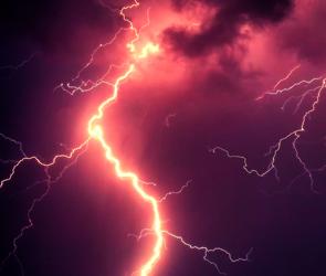 Сильный ураган с грозой накроет Воронежский регион в воскресенье
