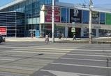 У ТЦ «Европа» в Воронеже автомобиль без водителя сбил двух женщин: одна погибла