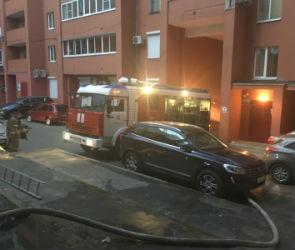 Из горящего общежития на улице Хользунова в Воронеже спасли 180 человек