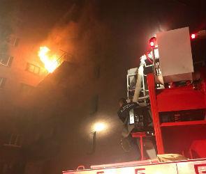 Опубликовано видео страшного ночного пожара в общежитии в Воронеже