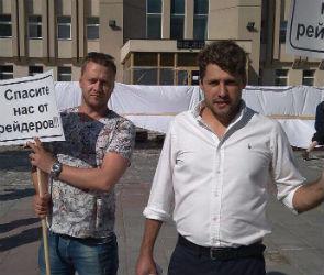Владельца завода «Янберг» задержала полиция во время митинга