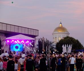 Открытие Советской площади: шоу фонтанов, салют и концерт Гагариной (видео)