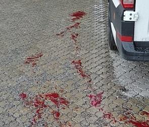 Появились фото кровавых следов после стрельбы у пивного магазина в Воронеже