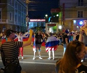 Обзор соцсетей: Как воронежцы праздновали победу сборной России (фото и видео)