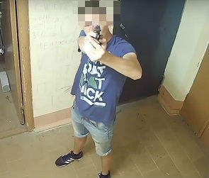 Обстрелявшие 4 авто и сломавшие камеру подростки из Воронежа стали героями видео