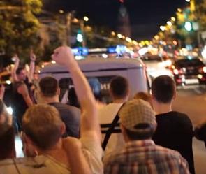 Появилось новое видео с фанатами, атакующими патрульное авто в Воронеже