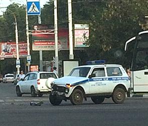Утром в Воронеже пустую дорогу не поделили полицейская Нива и Гранта – видео ДТП