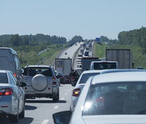 Пробка на М-4 около Лосево под Воронежем растянулась на 15 км от пункта оплаты