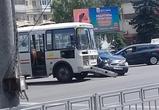 Воронежская маршрутка и саратовская «Приора» не поделили перекресток (фото)