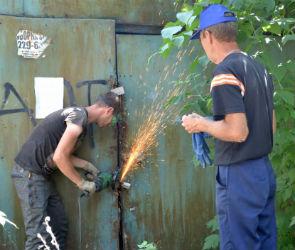 В центре Воронежа снесли незаконно установленные гаражи