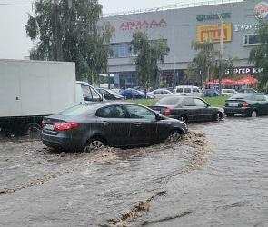 Воронежцы делятся фото и видео воскресного «потопа» в городе