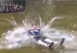 Кайфующий в фонтане воронежец показал на видео, как надо расслабляться