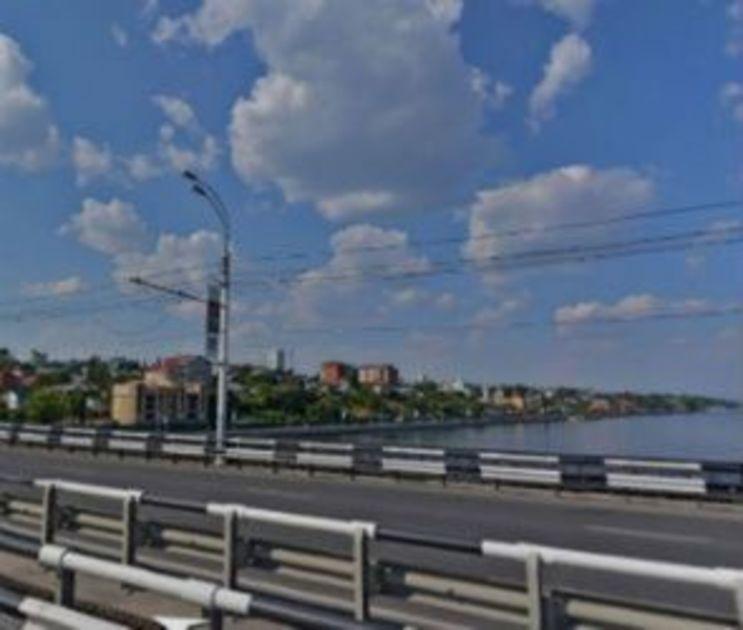 Воронежцев предупредили о коварных саморезах на Чернавском мосту