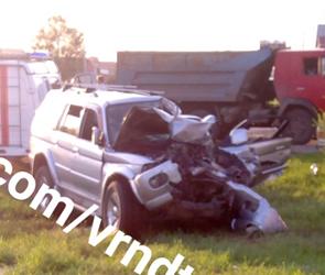 Появились фото страшного ДТП с фурой в пригороде Воронежа, тяжело ранен водитель