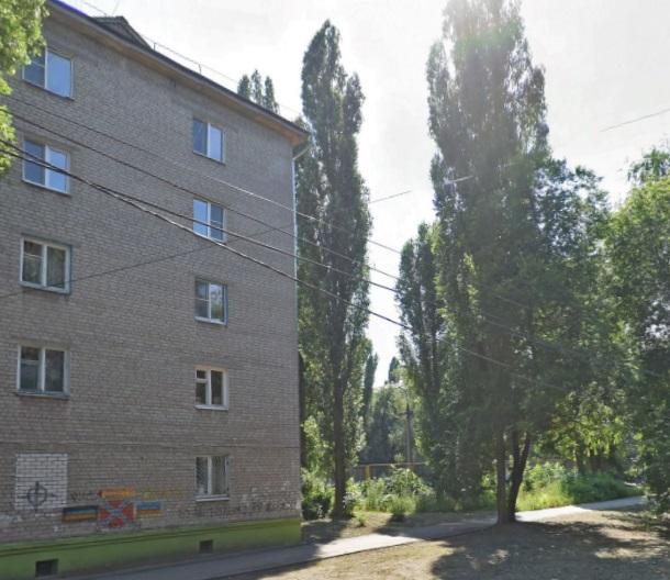В Воронеже 2-летняя девочка выпала из окна пятиэтажки